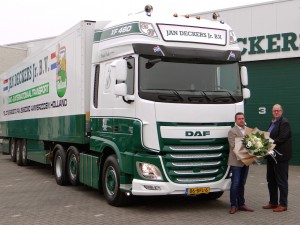 Drie nieuwe DAF XF Super Space Cab trekkers voor  Jan Deckers Jr. Transport in Ammerzoden