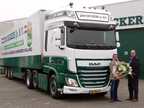 Drie nieuwe DAF XF Super Space Cab trekkers voor Jan Deckers Jr. Transport in Ammerzoden